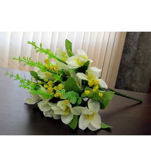 Buchet de flori albe artificiale